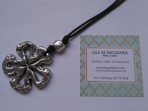 COLLAR LARGO FLOR DE ZAMAK