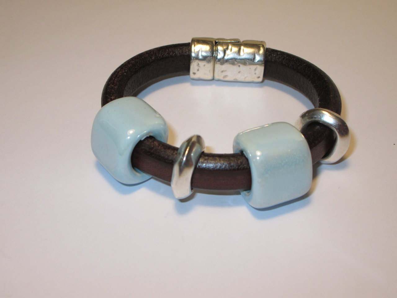 BRACELET IN ZAMAK, LEATHER, CERAMIC